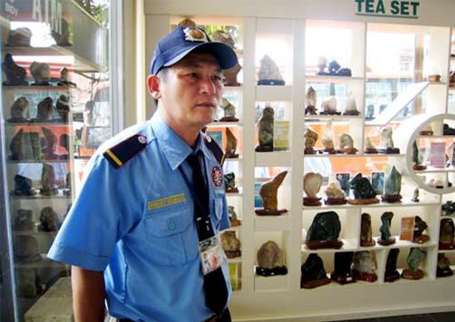 Nhân viên bảo vệ trực tết có áp lực gì?